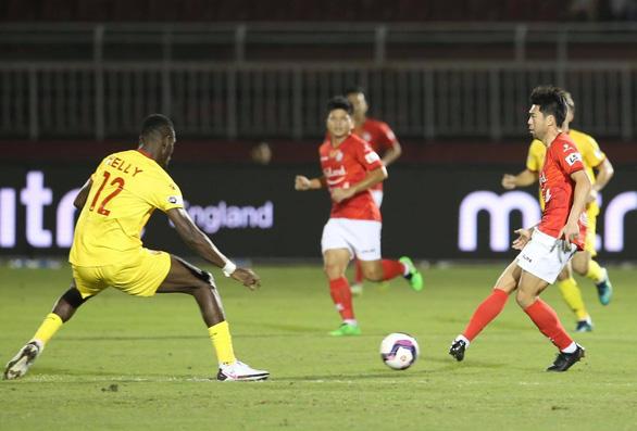 Lee Nguyễn nhạt nhòa, CLB TP.HCM vẫn thắng Hà Tĩnh - Ảnh 1.