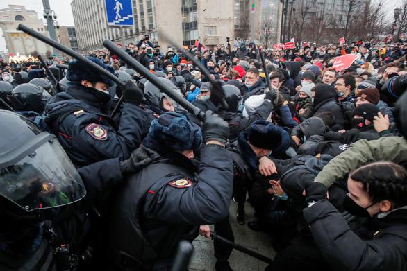 Nga bắt hơn 3.000 người biểu tình, Mỹ chỉ trích - Ảnh 1.