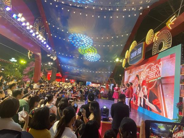 Cùng biệt đội Mlem: Min - JustaTee - Yuno BigBoi khuấy đảo Lễ hội Tết Việt - Ảnh 2.