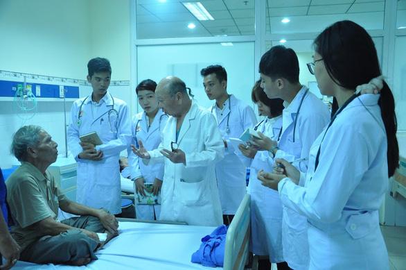 Đại học Phan Châu Trinh nâng chuẩn đào tạo ngành sức khỏe - Ảnh 2.
