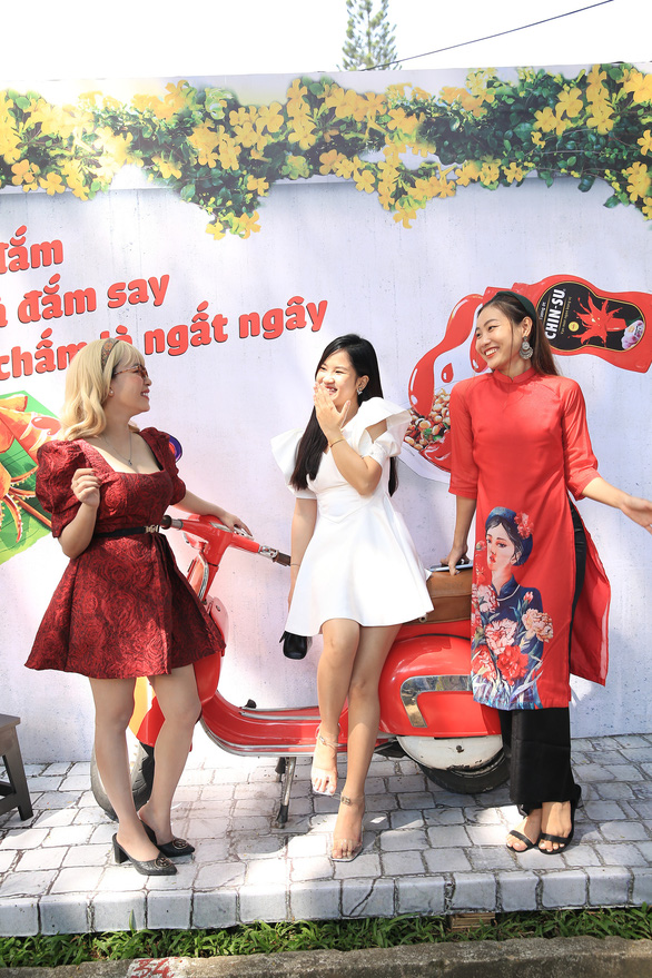 Góc sống ảo thần thánh cho giới trẻ tại Lễ Hội Tết Việt 2021 - Ảnh 1.
