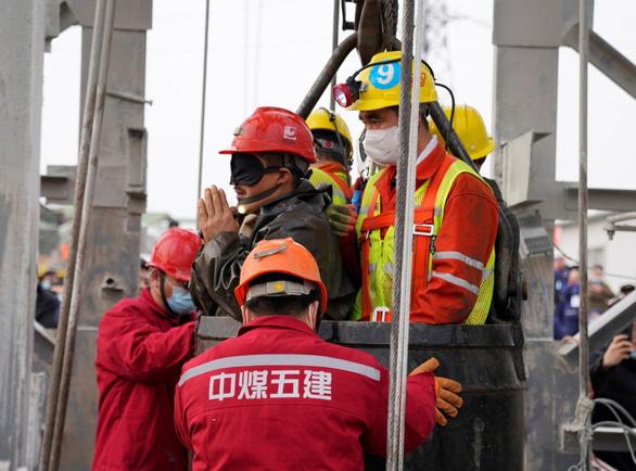 چین 10 مورد مرگ ، 1 مفقود شدن در 22 معدنچی که در زیر معدن طلا گرفتار شده اند را تأیید کرده است - عکس 1.