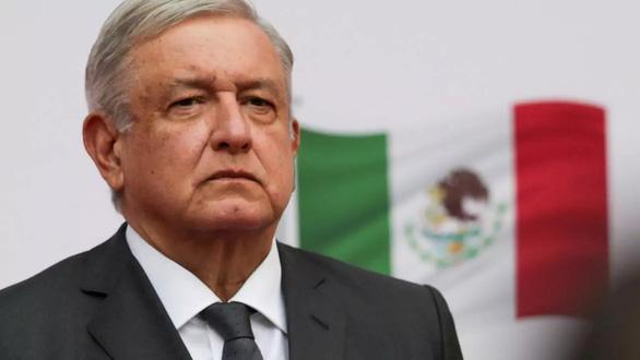 رئیس جمهور مکزیک - که همیشه مخالف پوشیدن ماسک با COVID-19 بوده است - عکس 1.