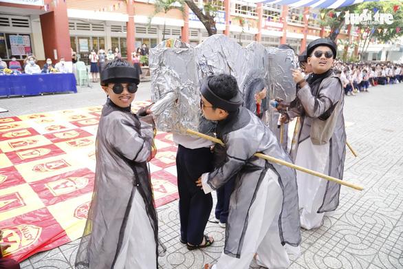 Học trò diễn Tiểu đội xe không kính, Thầy bói xem voi... để học văn - Ảnh 2.