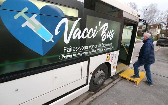 9 بزرگسال در فرانسه پس از واکسیناسیون علیه COVID-19 به دلیل بیماری های مزمن می میرند - عکس 1.