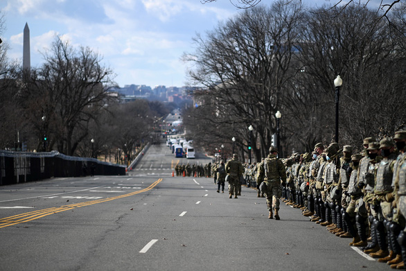 Politico: Vệ binh quốc gia vẫn ở Washington D.C tới phiên tòa luận tội ông Trump - Ảnh 1.