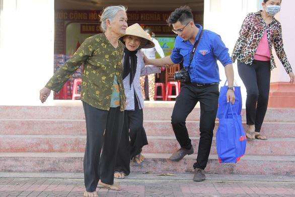 Khi Tết đến với hai mẹ con 94 và 62 tuổi, mắt họ rưng rưng... - Ảnh 5.