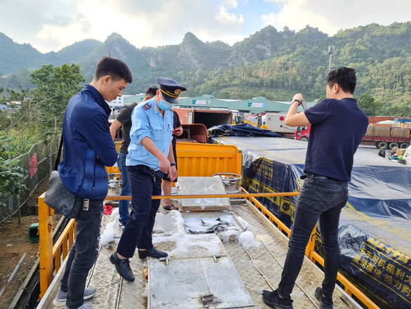 Cá tầm Trung Quốc lậu tràn lan ở chợ đầu mối Hà Nội và TP.HCM - Ảnh 1.