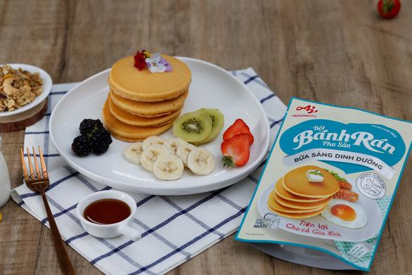 Tự làm bữa sáng dinh dưỡng tiện lợi với bột bánh rán pha sẵn - Ảnh 1.