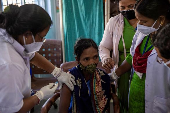 84 nước nghèo nhất thế giới phải chờ đến 2024 mới được tiêm vắcxin COVID-19? - Ảnh 1.
