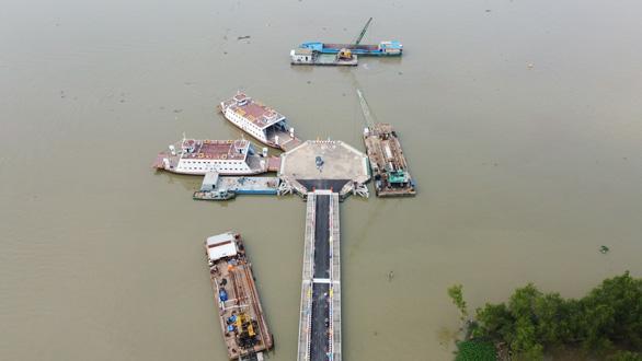 Phà Rạch Miễu chính thức hoạt động, chia lửa với cầu Rạch Miễu - Ảnh 3.