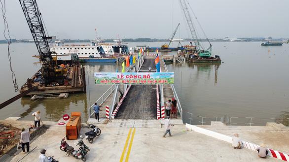 Phà Rạch Miễu chính thức hoạt động, chia lửa với cầu Rạch Miễu - Ảnh 4.
