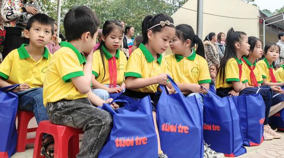 300 suất quà Tết sẻ chia cùng Tuổi Trẻ đến với học trò vùng cao Thanh Hóa - Ảnh 5.