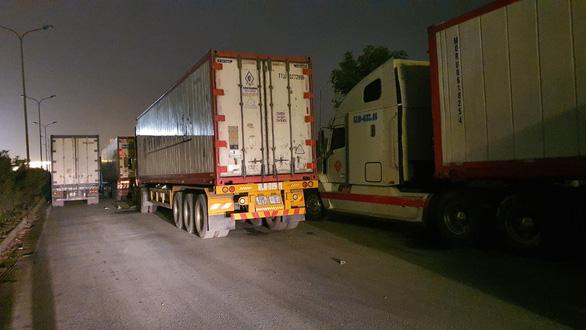 Hàng ngàn xe hàng tết ùn ứ ở cửa khẩu Kim Thành, vì sao? - Ảnh 3.
