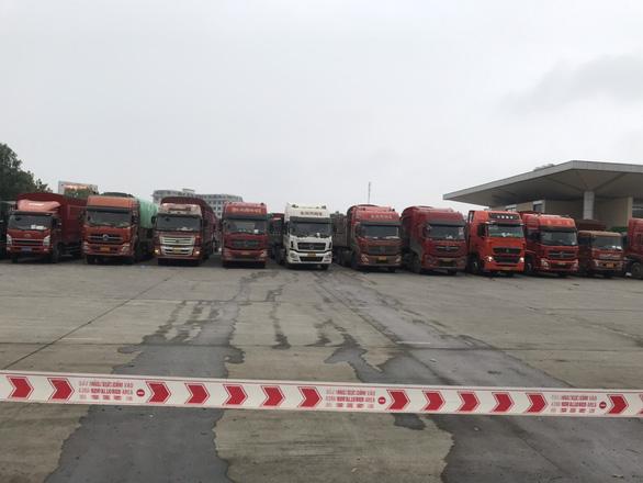 Hàng ngàn xe hàng tết ùn ứ ở cửa khẩu Kim Thành, vì sao? - Ảnh 2.