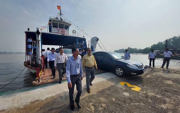 Cầu quá tải, Bến Tre, Tiền Giang đưa phà Rạch Miễu trở lại hoạt động - Ảnh 1.