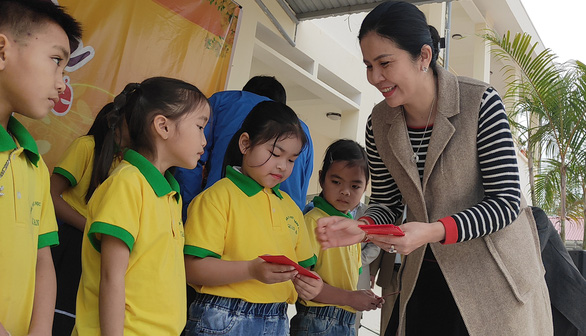300 suất quà Tết sẻ chia cùng Tuổi Trẻ đến với học trò vùng cao Thanh Hóa - Ảnh 3.