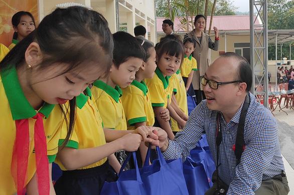 300 suất quà Tết sẻ chia cùng Tuổi Trẻ đến với học trò vùng cao Thanh Hóa - Ảnh 4.