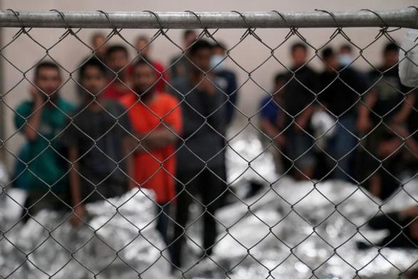 Thẩm phán liên bang chặn kế hoạch hoãn trục xuất người nhập cư trái phép của ông Biden - Ảnh 1.