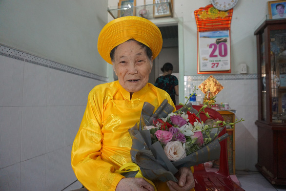 Bí quyết răng còn nguyên của cụ bà 100 tuổi ở TP.HCM - Ảnh 1.