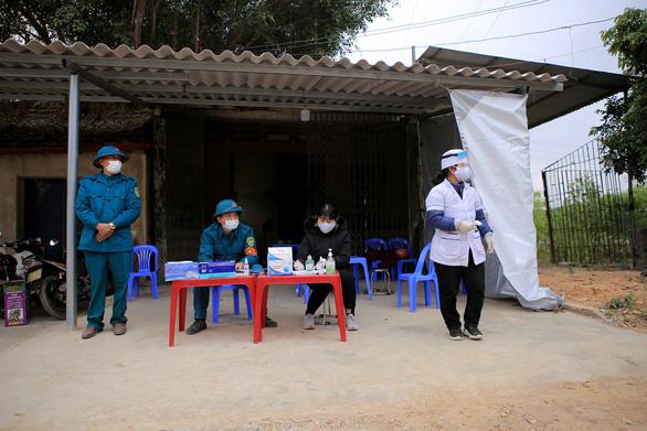 2 nữ nhân viên karaoke Hải Dương nhiễm COVID-19, phong tỏa 14.000 dân - Ảnh 1.