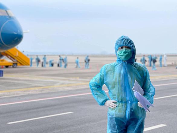 Thông tin về êkíp Chiều cuối năm tác nghiệp tại sân bay Vân Đồn - Quảng Ninh - Ảnh 1.