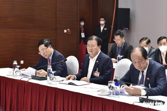 Hai ổ dịch COVID-19 mới ghi nhận ban đầu hơn 80 ca, Thủ tướng họp khẩn - Ảnh 4.