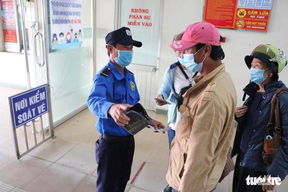TP.HCM tạm ngưng toàn bộ xe khách đi Quảng Ninh, Hải Dương - Ảnh 1.
