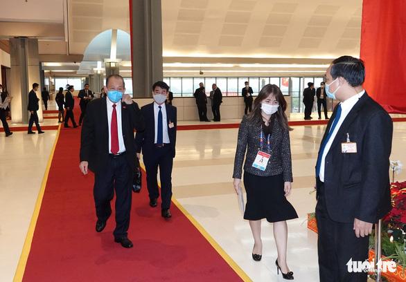 Hai ổ dịch COVID-19 mới ghi nhận ban đầu hơn 80 ca, Thủ tướng họp khẩn - Ảnh 9.