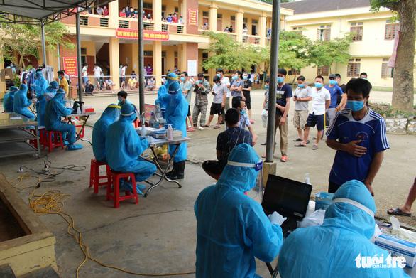 Các tỉnh thành hạn chế tập trung đông người sau loạt ca COVID-19 mới ở Hải Dương, Quảng Ninh - Ảnh 2.