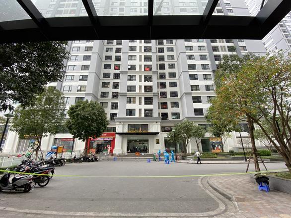 Hà Nội phong tỏa tòa nhà ở Times City liên quan ca nhiễm COVID-19 - Ảnh 1.