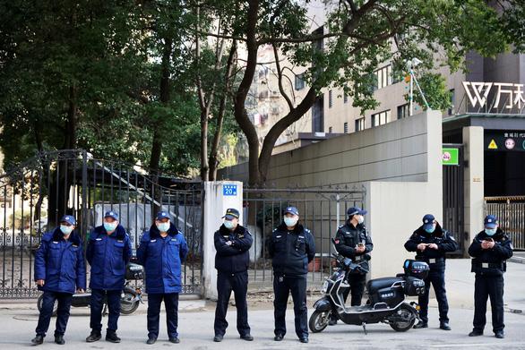 Nhóm chuyên gia WHO thăm bệnh viện điều trị các ca COVID-19 đầu tiên ở Vũ Hán - Ảnh 1.