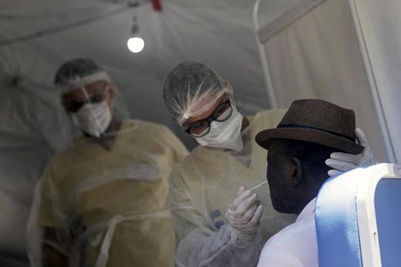 Brazil phát hiện các ca nhiễm cùng lúc 2 biến thể của virus corona - Ảnh 1.