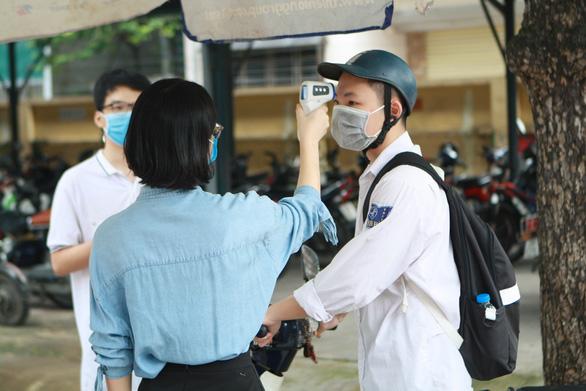 Trường học Hà Nội cho học sinh nghỉ vì có F1, F2 - Ảnh 1.
