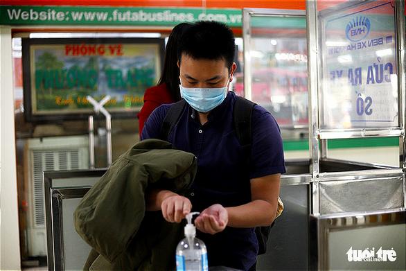 Hành khách Hà Nội phải đeo khẩu trang, đo thân nhiệt, khai báo y tế khi lên xe - Ảnh 5.