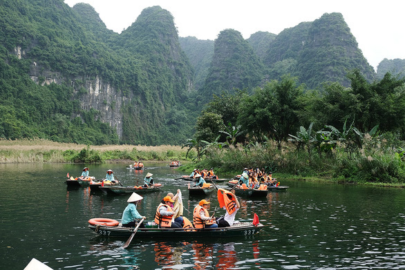 Nhiều người Việt tin cuộc sống sẽ trở lại bình thường vào cuối năm 2021 - Ảnh 1.