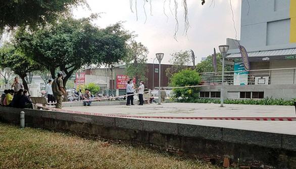 Vì sao chi cục trưởng Chi cục Thi hành án dân sự quận Bình Tân rơi lầu tử vong? - Ảnh 2.