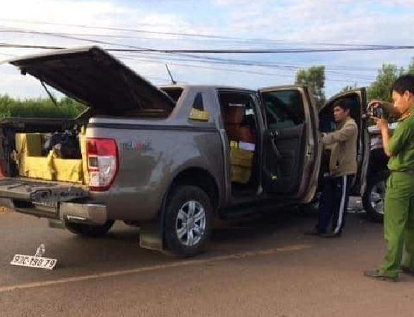 Xe Ford Ranger chứa hơn 400kg pháo nổ - Ảnh 1.