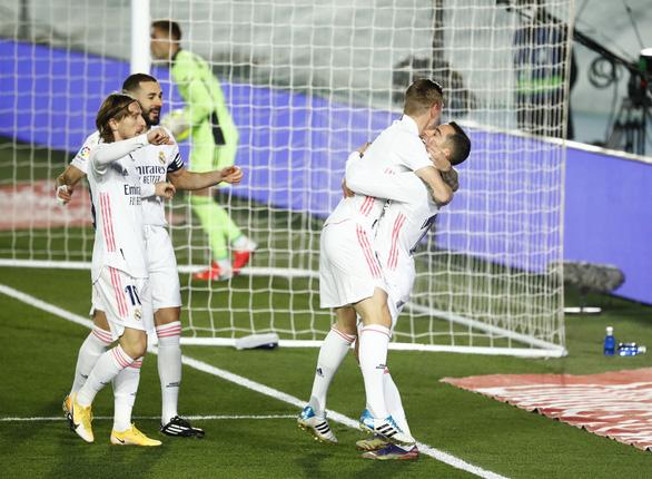 Chiến thắng đầu tiên trong năm mới, Real Madrid tạm vươn lên đầu bảng - Ảnh 2.