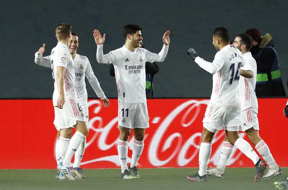 Chiến thắng đầu tiên trong năm mới, Real Madrid tạm vươn lên đầu bảng - Ảnh 1.