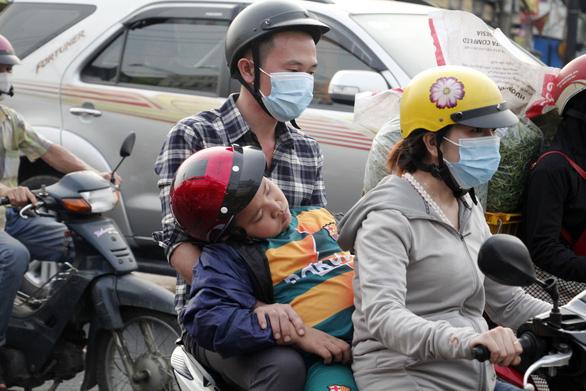 Từ 16h chiều 3-1, cửa ngõ miền Tây của Sài Gòn đông dần, trái cây, gà qué đu xe - Ảnh 6.