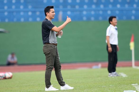 Hòa Nam Định, HLV Kiatisak muốn Công Phượng đá đa năng hơn - Ảnh 2.
