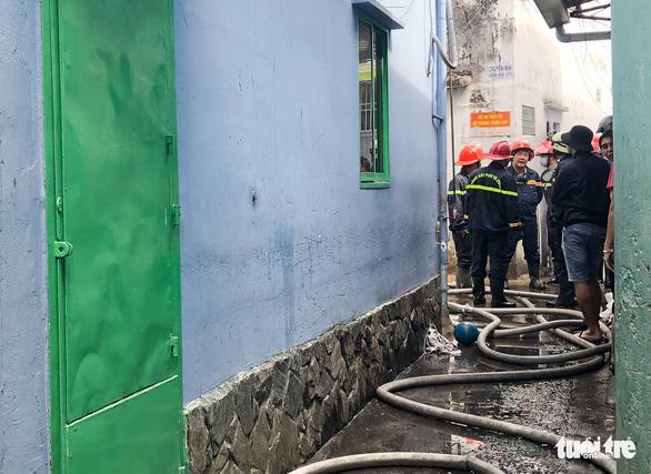 Cháy nhà trong hẻm quanh co tại Gò Vấp, cả khu dân cư hoảng loạn - Ảnh 2.