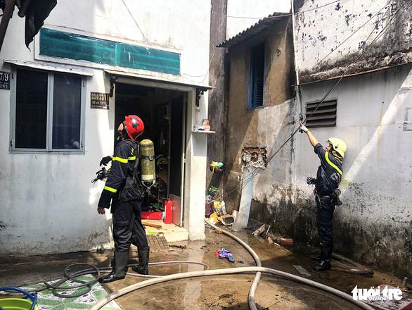 Cháy nhà trong hẻm quanh co tại Gò Vấp, cả khu dân cư hoảng loạn - Ảnh 1.