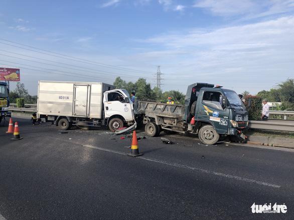 Hai vụ tai nạn trong buổi sáng trên cao tốc TP.HCM - Trung Lương - Ảnh 1.