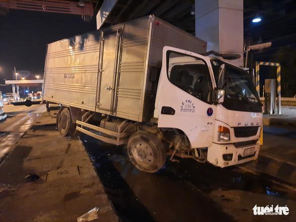 Hai vụ tai nạn trong buổi sáng trên cao tốc TP.HCM - Trung Lương - Ảnh 2.