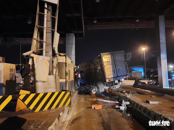 Hai vụ tai nạn trong buổi sáng trên cao tốc TP.HCM - Trung Lương - Ảnh 3.