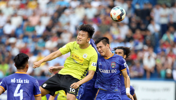 CLB phải đưa tiền đạo U21 ra sân ở V-League: Nhiệm vụ bất khả thi - Ảnh 1.