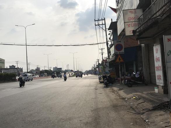 Đón khách đặt xe trên app, tài xế Gojek bị đánh bằng củi tạ ở ngã tư An Sương - Ảnh 2.