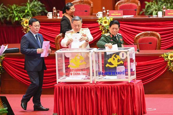 Hình ảnh các đại biểu Đại hội Đảng bỏ phiếu bầu Ban Chấp hành Trung ương khóa XIII - Ảnh 4.